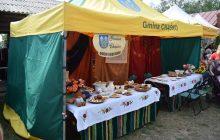 Kolejny nalot na festiwal lokalnych wyrobów. Celnicy skonfiskowali bimber sprzedawany przez Koło Gospodyń Wiejskich podczas Biesiady Łowickiej