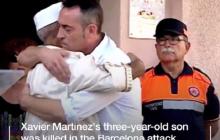 Barcelona: Ojciec 3-latka, który zginął w zamachu terrorystycznym, publicznie uściskał imama [WIDEO]