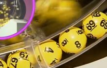 Dlaczego ludzie grają w lotto, skoro szanse na wygraną są niewielkie? Polski ekonomista zna odpowiedź