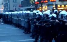 Opozycja narzeka na zachowanie policji. Internauta przypomniał jednym nagraniem jak traktowano manifestacje za czasów PO [WIDEO]