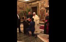 Zaskoczył nawet papieża! Niespodziewana scena podczas audiencji [WIDEO]