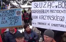 """""""Gazeta Wyborcza"""" pochyla się nad losem byłych SB-ków w związku z obniżeniem emerytur. Wiele osób potrzebuje pomocy psychologicznej"""