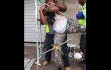 Robotnicy przyłapali złodzieja na gorącym uczynku. W oczekiwaniu na policję przywiązali go do rusztowania [WIDEO]