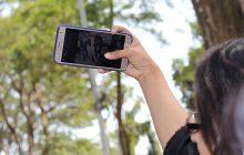 Robisz selfie na wakacjach? Takie może kosztować cię nawet 500 zł mandatu