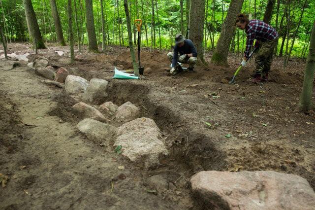 """Naukowcy badają """"polską piramidę"""". Gigantyczny grobowiec ma prawie 6 tys. lat [FOTO]"""