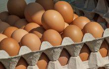 Do polskich sklepów trafiły skażone jaja. Sprawdźcie kody na skorupce, których trzeba unikać!