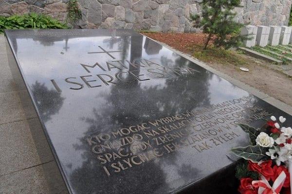 Bez Ostrej Bramy i Cmentarza Orląt Lwowskich, ale z grobem Marii Piłsudskiej. Wiadomo już co znajdziemy w nowym wzorze paszportów!