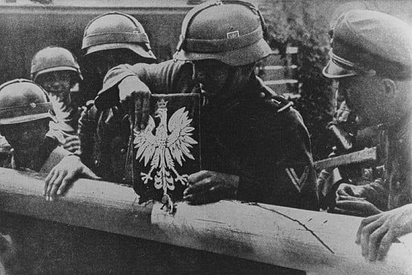 """Skandaliczne słowa niemieckiego polityka. """"Mamy prawo być dumni z osiągnięć naszych żołnierzy w II wojnie światowej"""""""