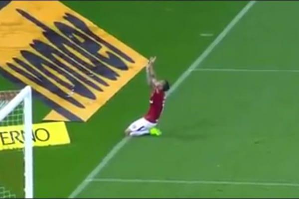 Piłkarz obiecał Bogu, że przejdzie boisko na klęczkach jeśli odzyska sprawność po kontuzji. Dotrzymał słowa! [WIDEO]