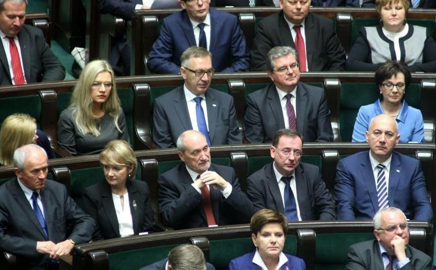 Są wyniki najnowszego sondażu. PiS miażdży konkurencję, a Partia Razem wchodzi do Sejmu