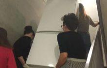 Poseł Kukiz'15 stwierdził, że feminizm kończy się gdy trzeba wnieść lodówkę na czwarte piętro. Dziennikarki portalu Wp.pl... wniosły