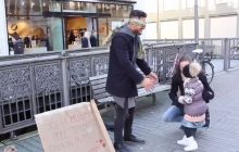 To nagranie jest hitem w Norwegii. Muzułmanin stanął na ulicy i zorganizował happening.