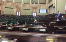 Tę fotografię powinien zobaczyć każdy Obywatel. Tak wyglądała sala sejmowa podczas czytania istotnego dla Polaków projektu