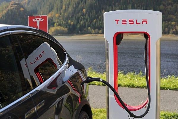 Kolejny europejski kraj stawia na samochody elektryczne. I to szybciej, niż się spodziewaliśmy!
