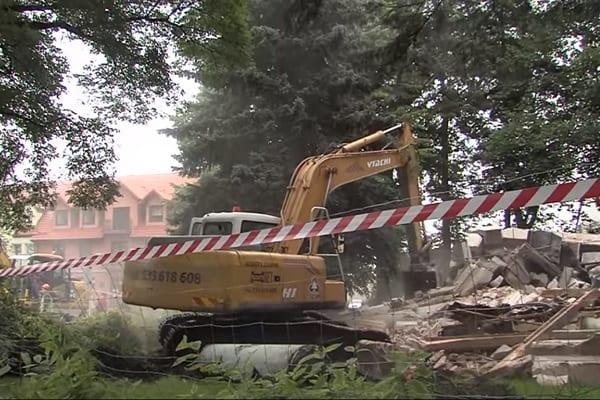 Strona rosyjska poinformowana o zniszczeniu radzieckiego mauzoleum. Stanie tam Centrum Integracji Społecznej! [WIDEO]