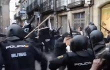 Zaledwie kilku policjantów wystarczyło, aby... rozbić manifestację antify [WIDEO]