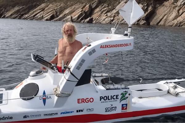 Niesamowity wyczyn 70-letniego Polaka. Właśnie po raz trzeci przepłynął ocean… kajakiem [WIDEO]