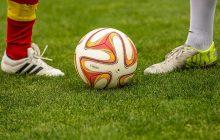 Tylko 7 proc. największych spółek w Polsce angażuje się w sponsoring piłki nożnej. Profesjonalizacja klubów ma pomóc przyciągnąć sponsorów