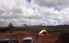 Podczas Zapad'17 helikopter zaatakował obserwatorów! Wśród rannych dziennikarze. Jest dramatyczne nagranie [WIDEO]