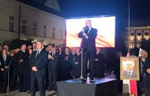 """Mocne przemówienie Kaczyńskiego podczas miesięcznicy. """"Jeżeli w pewnych sprawach pozostaniemy w Europie sami, to pozostaniemy"""" [WIDEO]"""