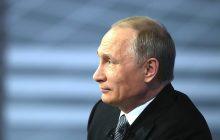 To zdjęcie Putina wywołało falę spekulacji. Wykonano zbliżenie na jego twarz [FOTO]