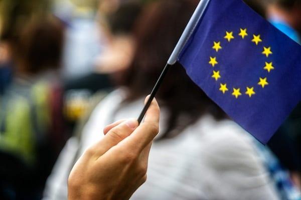 Coraz więcej Polaków chce, aby nasz kraj opuścił Unię Europejską. Interesujące wyniki sondażu