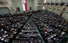 PiS zwycięża w kolejnym sondażu. PSL poza Sejmem