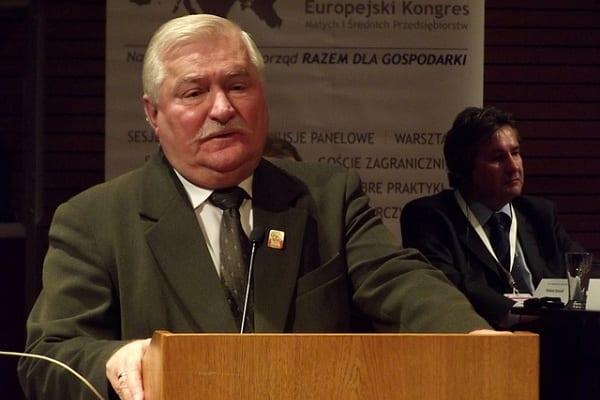 Morawiecki zaproponował obniżenie emerytury Lechowi Wałęsie. Były prezydent odpowiada