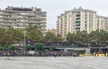Mecz jest, ale bez kibiców. Jest też pierwsza dymisja w Barcelonie!