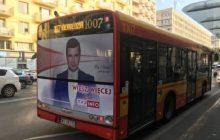 W ten sposób promuje się TVP Info. Po stolicy jeżdżą autobusy... z wizerunkiem Michała Rachonia