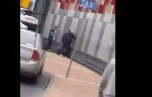 Mamy nagranie z zatrzymania nożownika w Stalowej Woli. Mężczyzna zamordował jedną osobę i ranił kilka innych [WIDEO+18]