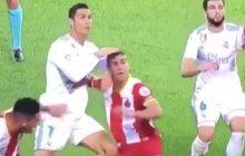 Real Madryt przegrywa, a Cristiano Ronaldo puszczają nerwy. Portugalczyk celowo uderzył swojego rywala? [WIDEO]