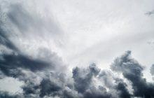 Nad Polskę nadciąga potężny wiatr. Wydano ostrzeżenia meteorologiczne dla 5 województw