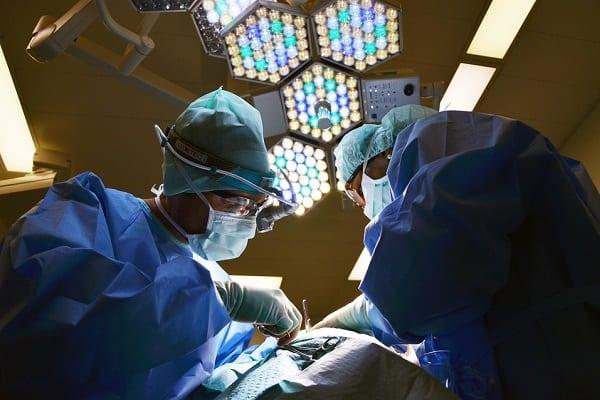 Czeka nas przełom? Neurochirurdzy z Wrocławia wszczepili pacjentce stymulator, który łagodzi objawy choroby psychicznej