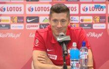 Wojciech Szczęsny wcielił się w rolę dziennikarza podczas konferencji prasowej reprezentacji Polski! Zapytał o...strój Grzegorza Krychowiaka [WIDEO]