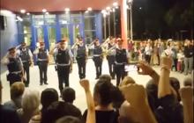 Tak Katalończycy podziękowali swojej policji i strażakom. Wzruszający film podbija sieć [WIDEO]