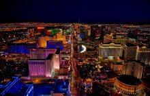 """Las Vegas: napastnik zastrzelił kilkadziesiąt osób podczas koncertu. """"To najbardziej krwawa strzelanina w najnowszej historii USA"""" [WIDEO]"""