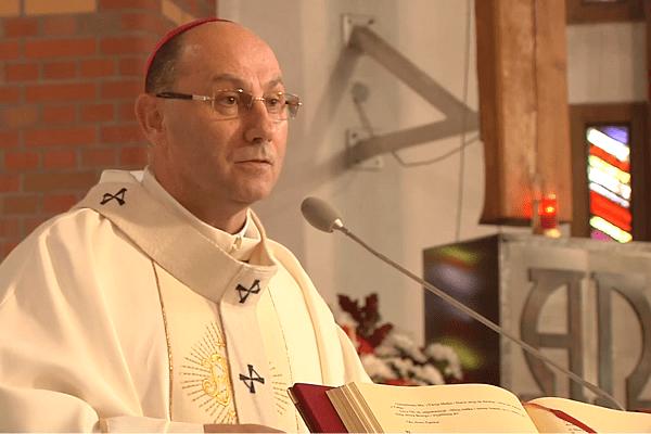 Prymas Polski o udziale księży w manifestacjach przeciw uchodźcom: Jeśli się na niej pojawią będą zawieszeni