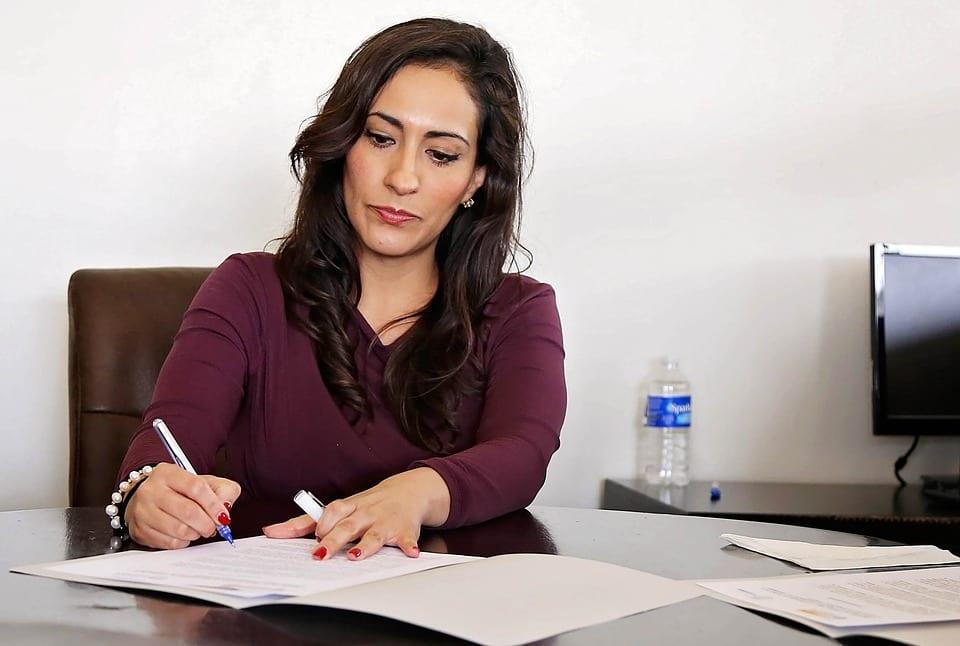 Walka o równe płace – 7 czynników, które mogą pomóc kobietom zarabiać więcej