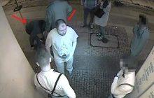Pobili mężczyznę w centrum Warszawy, do tej pory nie zostali zatrzymani. Policjanci proszą o pomoc [FOTO]