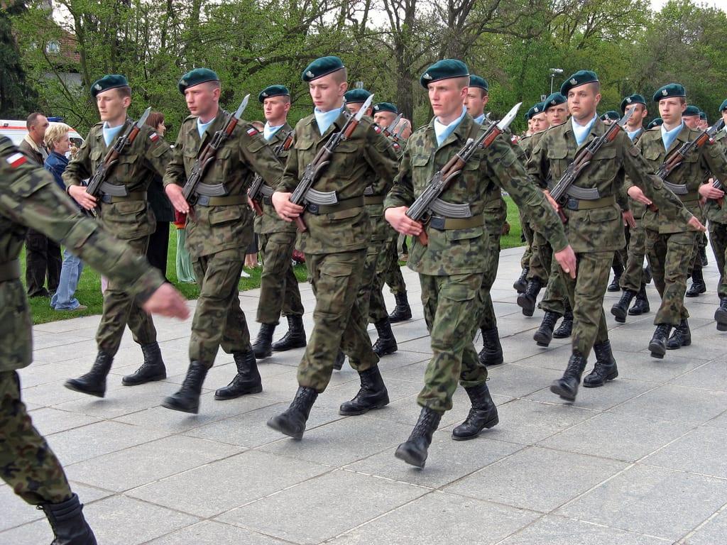 Polska armia płaci gigantycznie pieniądze za ochronę własnych jednostek przez zewnętrzne firmy! Zaskakujące doniesienia