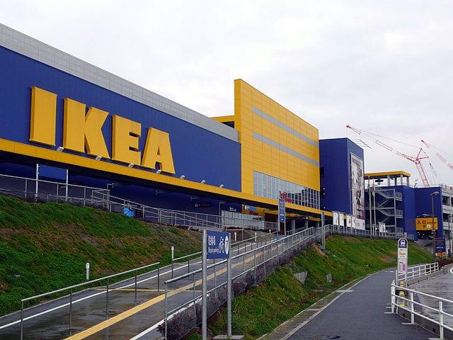 Ikea wycofuje ze sprzedaży popularną komodę. Z powodu przygniecenia tym meblem zmarło 8 dzieci