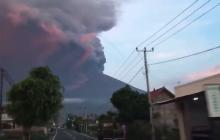 Erupcja potężnego wulkanu Agung możliwa w każdej chwili. Władze uruchomiły najwyższy poziom alarmu i wzywają do ewakuacji [WIDEO]