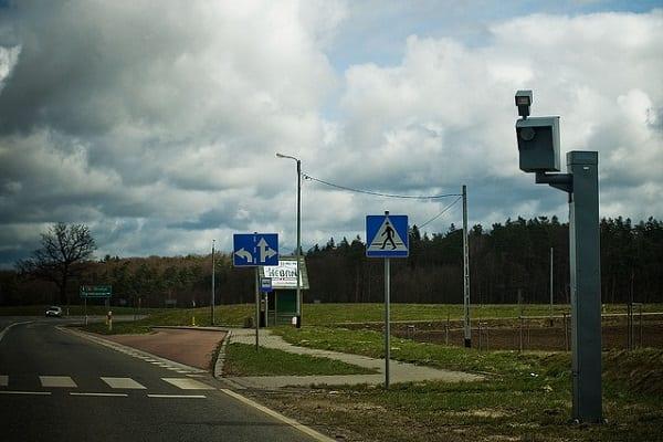 Nowy radar będzie prawdziwym postrachem kierowców? Udokumentuje m.in. niezapięte pasy i rozmowę przez telefon!