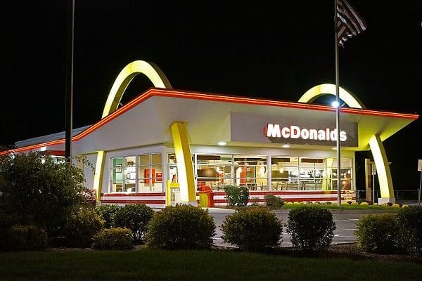 Przed tą kanapką masowo ostrzegają pracownicy McDonald's. Jest jednak pewien sposób, by była smaczna!
