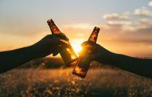 Producent piwa wycofuje ze sklepów wadliwe butelki. W środku może znajdować się szkło