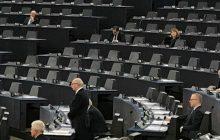 Europoseł opublikował zdjęcie wykonane w PE podczas debaty nt. Polski. Sala świeci pustkami, przemawia poseł PO.
