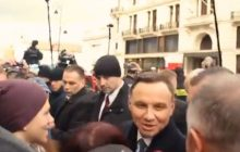 Przechodzień zapytał Andrzeja Dudę, czy dogada się z Antonim Macierewiczem. Zaskakująco ostra odpowiedź prezydenta!  [WIDEO]