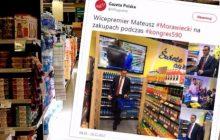 Internauci oburzeni zdjęciami Morawieckiego z zakupów w sklepie spożywczym. Wszystko ze względu na ceny produktów. Sprawa jest o wiele prostsza