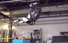 Imponujące i straszne zarazem. Firma publikuje nagranie z testów robota. Ten zachowuje się jak człowiek, robi nawet... salto w tył.